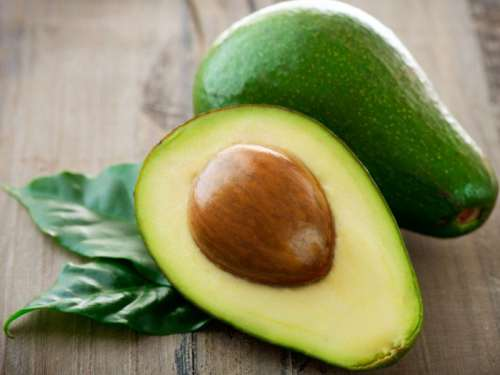 avokado yaşlanmayı önleyen yiyeceklerden